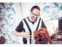 Mario Krankl bei dem, was er liebt! Haare machen!