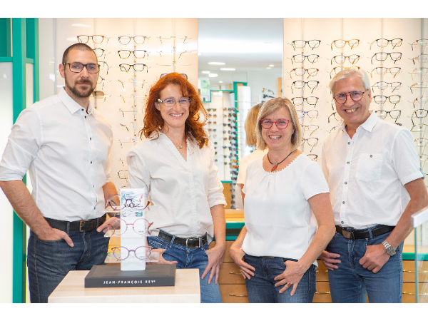 OPTIK ROSSMANN, Team