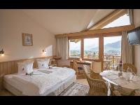 Panoramazimmer mit herrlicher Aussicht auf die Berge