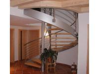 Wendeltreppe mit Holz kombiniert