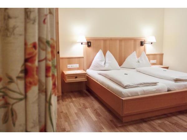 neue Zimmer im Gästehaus am Glitschnerhof in der Bergregion Grimming