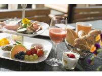 Genussfrühstück auf Ochensbergers Weinbarterrasse