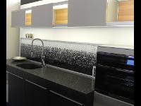 Küchenrückwand aus tausenden Glaskristallen