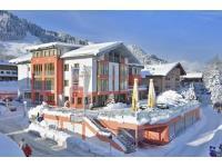 Hotel Schweizerhof Aussenansicht Winter