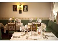 Schön gedeckter Tisch im gemütlichen Restaurant