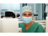 Laserspezialistin Dr. Sarah Moussa