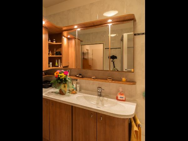 Badezimmer mit Corian - Waschtisch