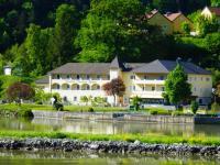 Anblick von der anderen Uferseite der Donau