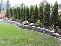 Natursteinmauerbau mit Sichtschutz