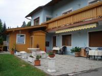 Hauseingang mit Terrasse