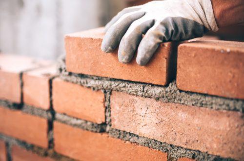 Bausteine für Hausbau: Ziegel aus Lehm