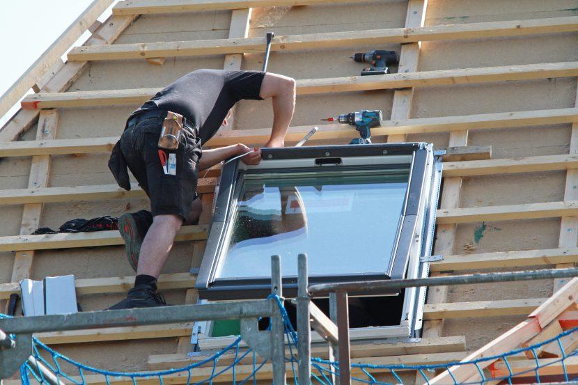 Bevorzugt Die Kosten für den Einbau eines Dachfensters - HEROLD.at ZW79