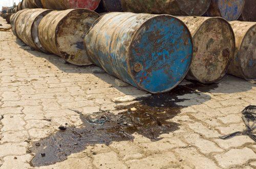 Altlastenbeseitigung von Ölfässern