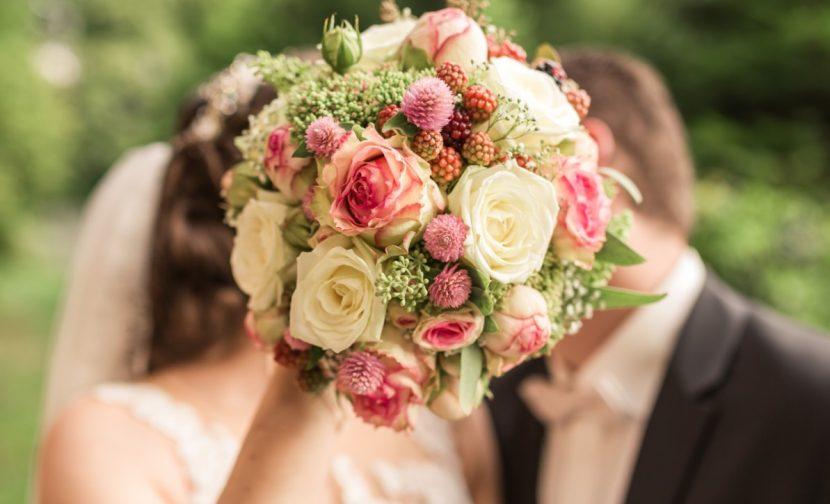 Hochzeitsbräuche, Braut, Hochzeit, Brautpaar, Brautstrauß