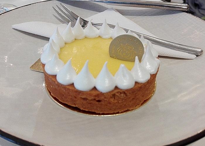 """Tarte au Citron im Créme de la Créme, in Klein, gehört unbedingt zu """"Beste Torten Wien"""", Ausschnitt von einem Foto (c) Andrea Pickl, kekinwien.at"""
