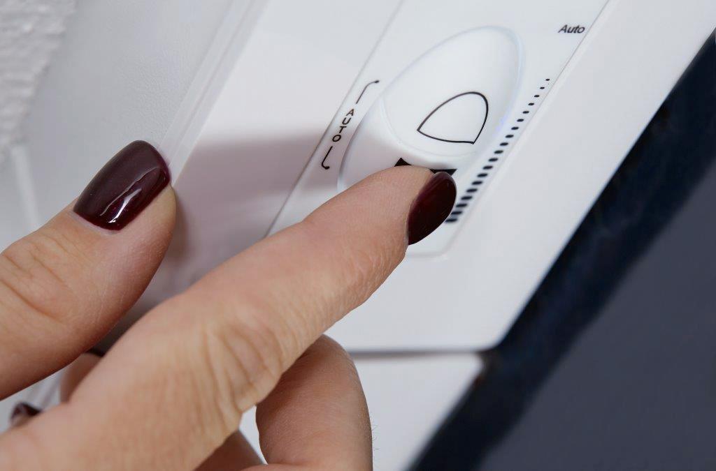 Moderne Fenster: VELUX, Steuerung der Abdunkelungsstufen elektrochromer Fenster per Knopfdruck