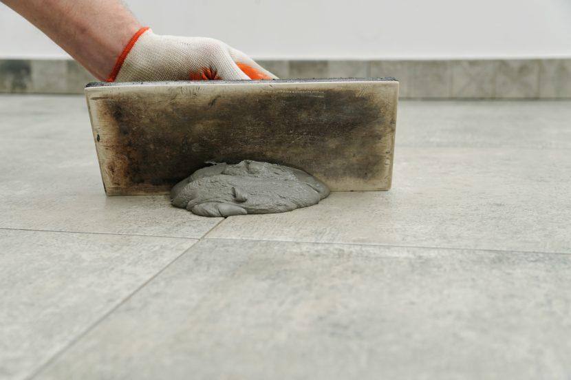 Fußboden Fliesen Verfugen ~ Bodenfliesen verfugen die einzelnen arbeitsschritte