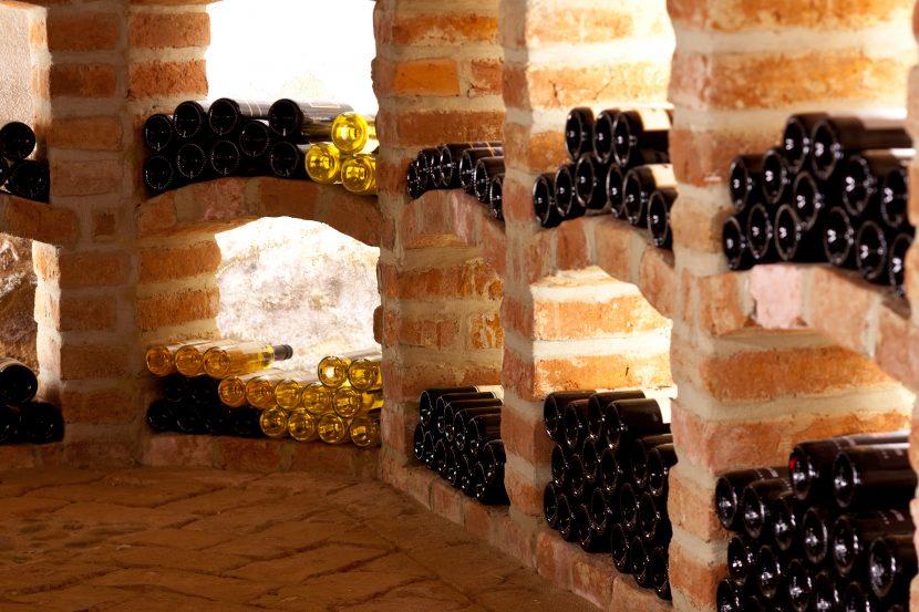 Weinlager im Weinkeller bauen