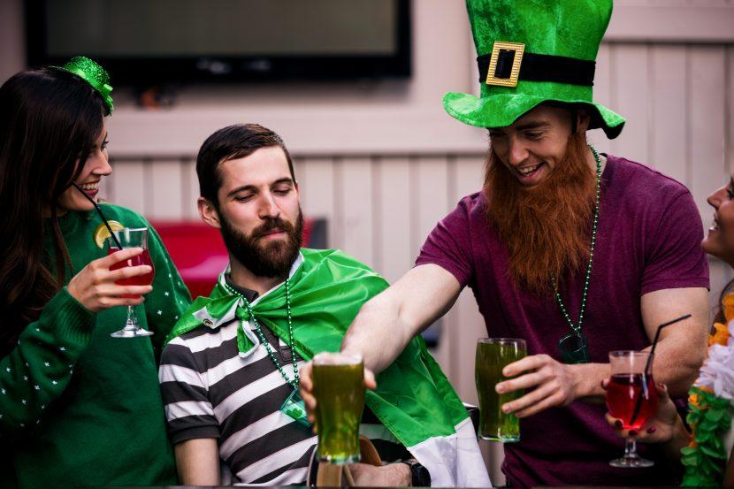 Grünes Bier am St. Patricks Day