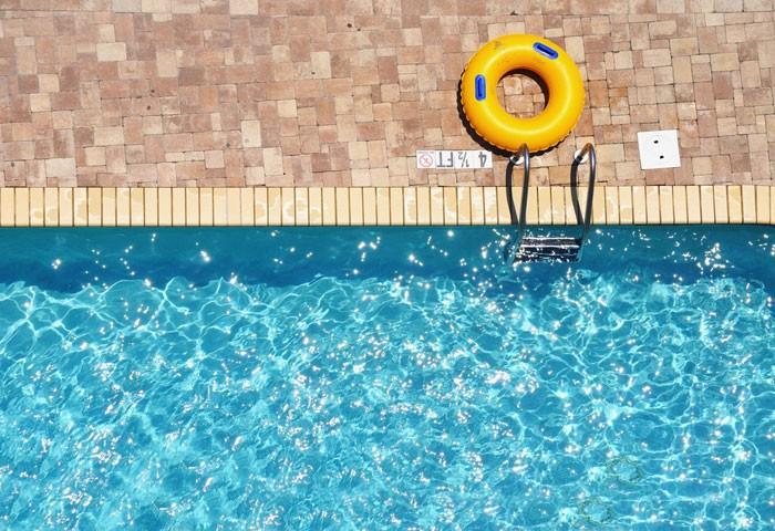 Swimmingpool was kostet es und welche bauarten gibt es for Swimming pool folie erneuern