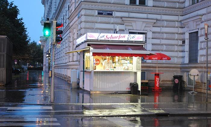 Zum scharfen Rene, 10 einzigartige Würstelstände in Wien