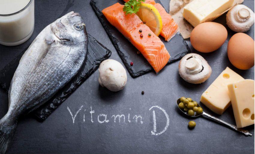 Milch, Fisch, Lachs, Eier, Champignons und Käse als Beispiele Vitamin D haltiger Lebensmittel