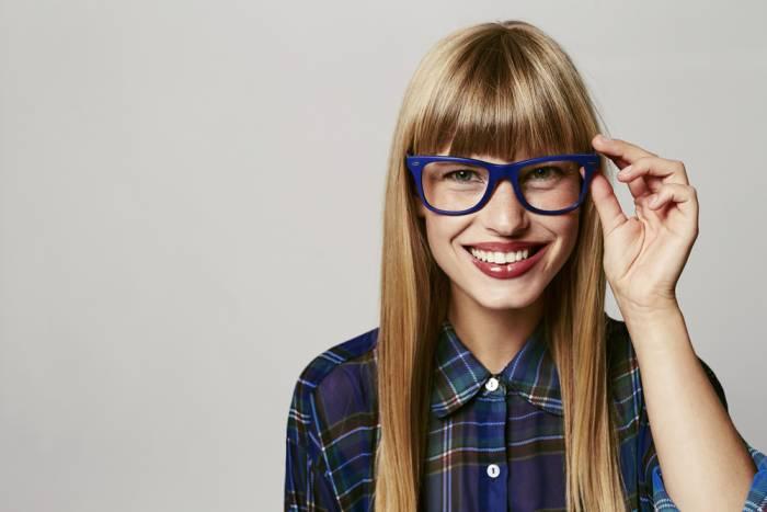 neue brille welche passt zu mir frau mit brille. Black Bedroom Furniture Sets. Home Design Ideas