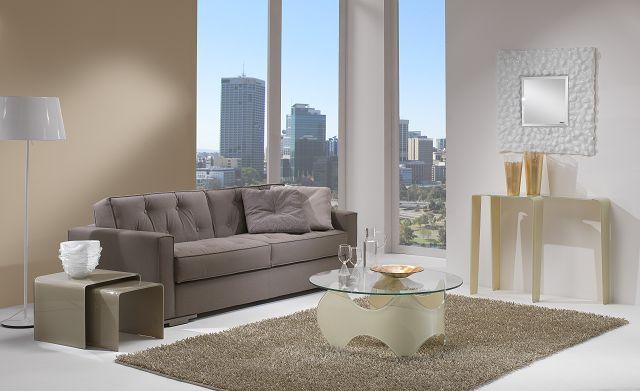 Zierliche Glasdesignmöbel aus gebogenem Glas für enge Flure oder als Blickfang in einem schönen Raum.