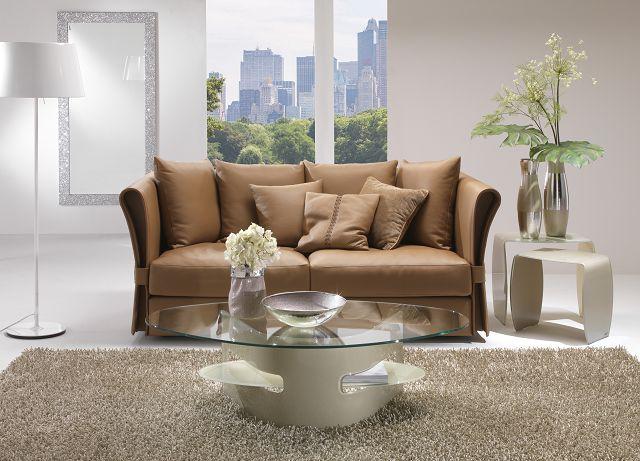 Elegante Glasdesignmöbel mit praktischen Ablagefächern