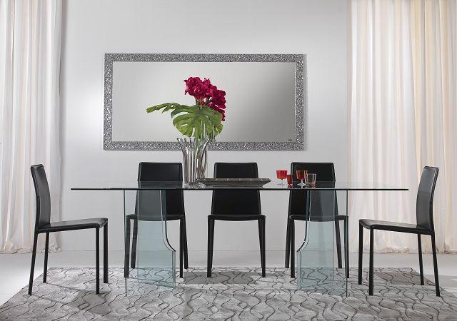 Glasdesignmöbel: Italienischer Glasdesigntisch aus gebogenem Glas in verschiedenen Farbvarianten