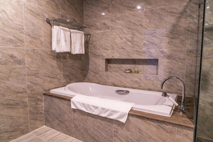 badewanne reparieren oder eine neue kaufen tipps und tricks. Black Bedroom Furniture Sets. Home Design Ideas