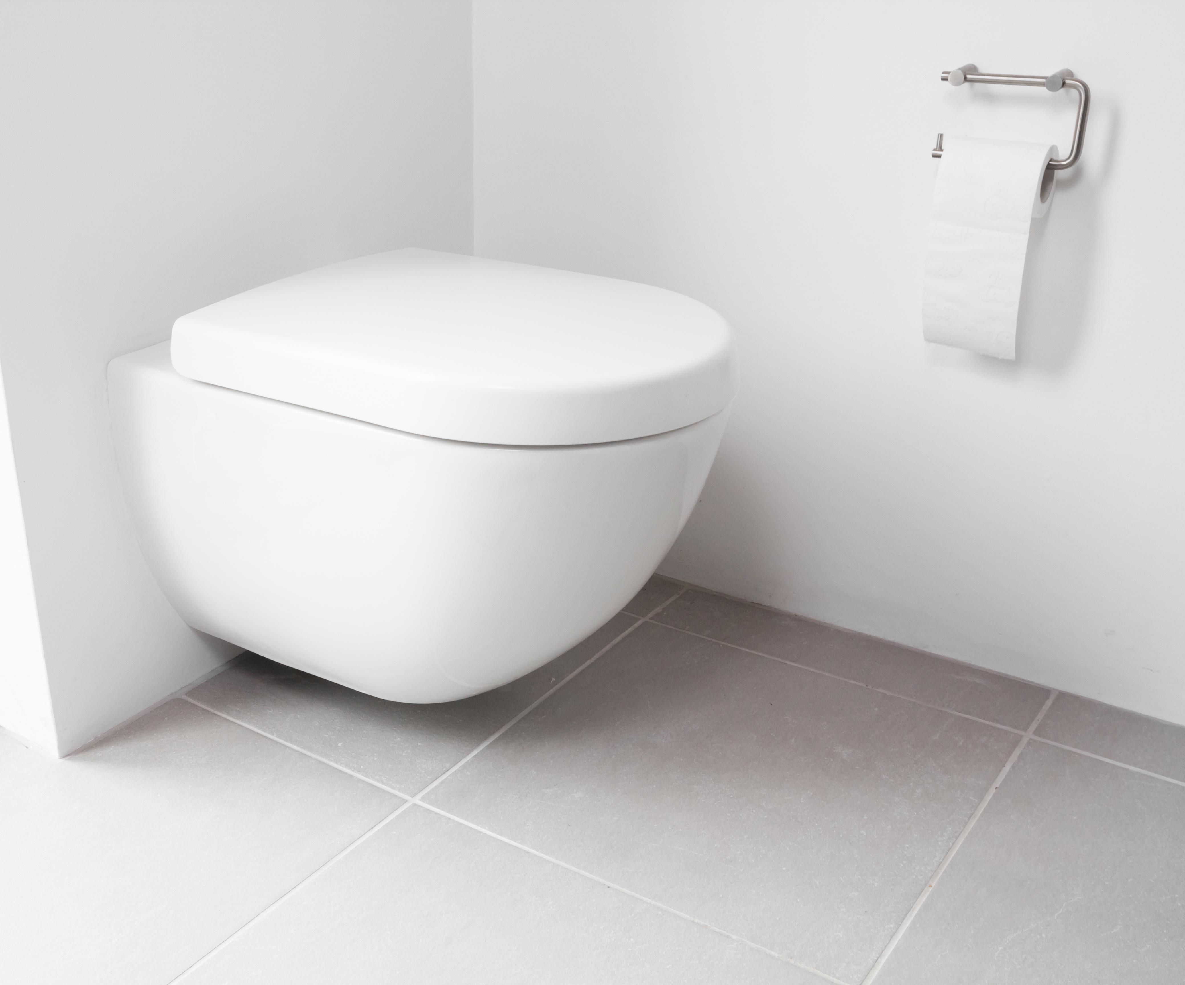 toilette moderne table de toilette moderne avec un grand. Black Bedroom Furniture Sets. Home Design Ideas