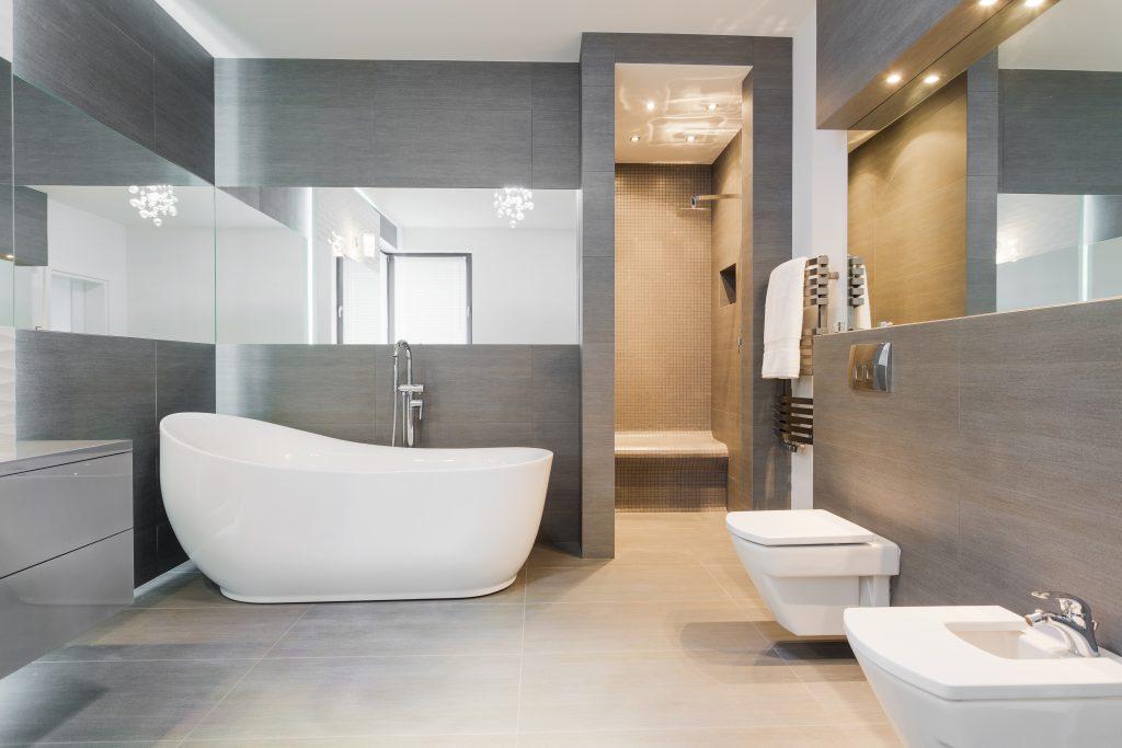 Freistehendes Badezimmer ...