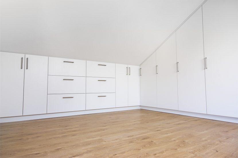 begehbarer kleiderschrank unter dachschr ge. Black Bedroom Furniture Sets. Home Design Ideas