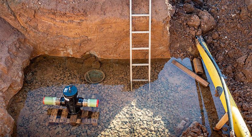 Baustelle Neubau mit hohem Grundwasserspiegel. Grundwasser abpumpen lassen.
