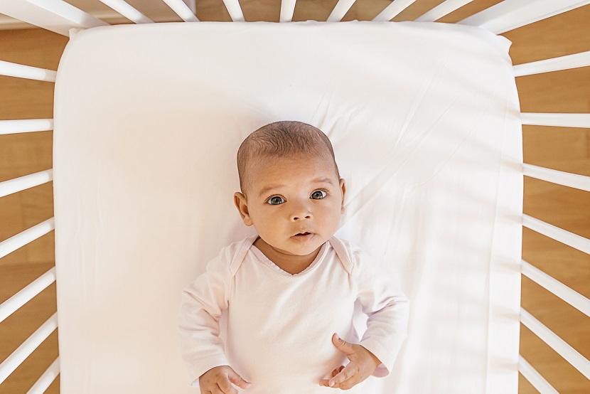 schlafbedarf baby wie viel schlaf brauchen babys. Black Bedroom Furniture Sets. Home Design Ideas