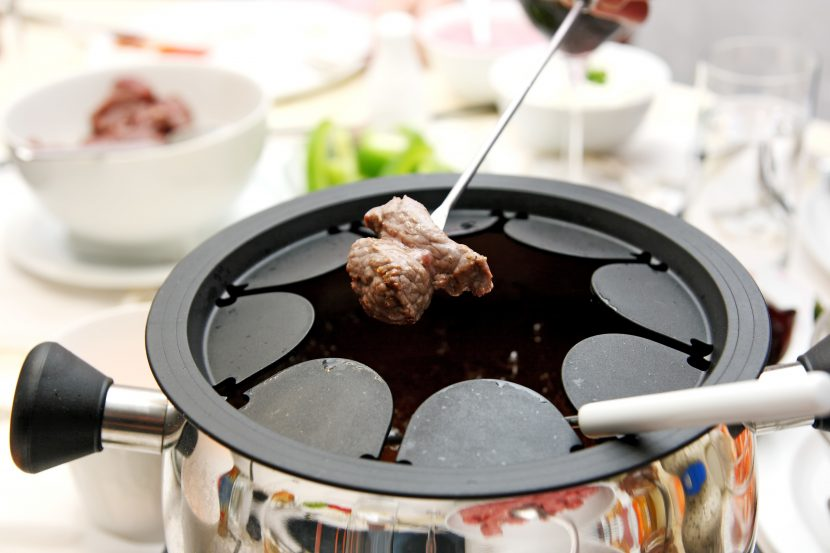 fleischfondue welches l f r das fondue verwenden. Black Bedroom Furniture Sets. Home Design Ideas