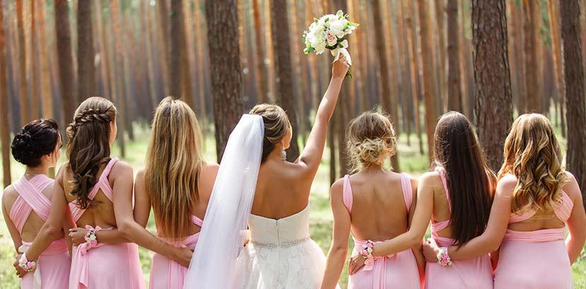 Die Brautjungfern sind einer der beliebtesten Hochzeitsbräuche.