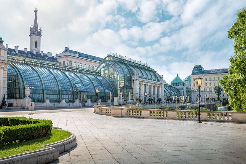 Das Schmetterlingshaus Wien im Palmenhaus unweit der Wiener Hofburg.
