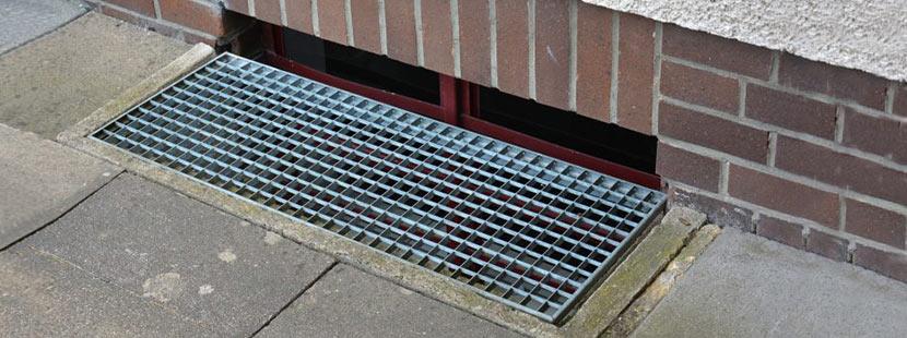 Gut gemocht Kellerfenster oder Lichtschacht, das ist hier die Frage - HEROLD.at RE55