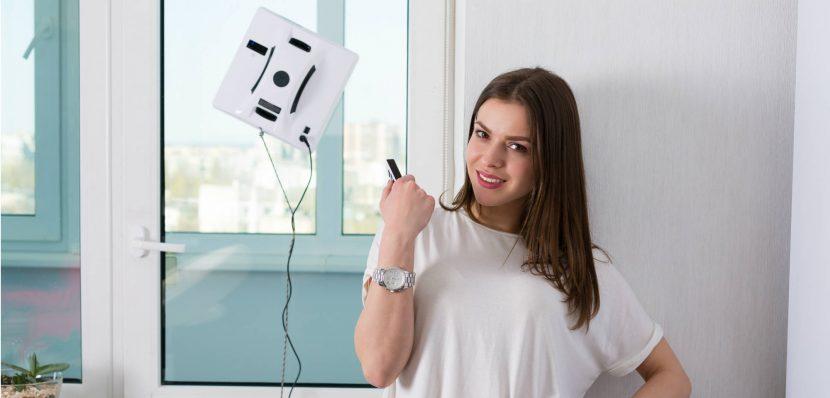 Fensterputzroboter wird per Fernbedienung gesteuert