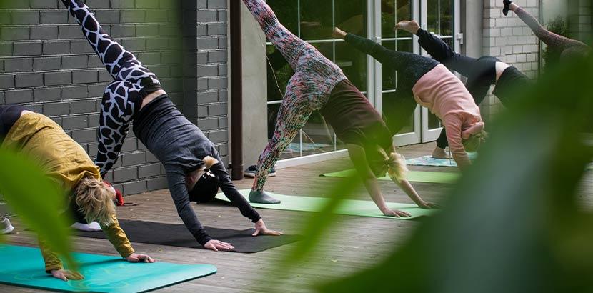 Muttertagsgeschenke: Yoga-Kurs als Geschenk zum Muttertag
