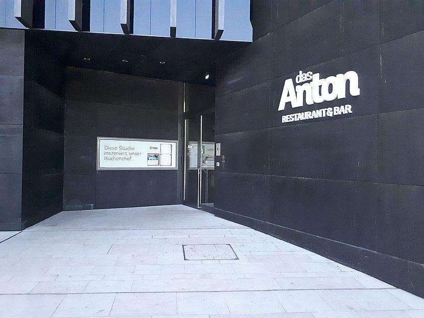 Eingang zum Restaurant Das Anton in Linz