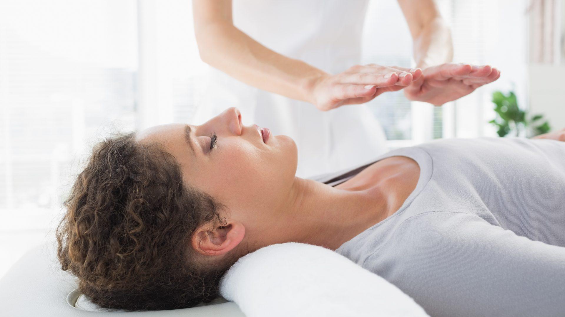 Reiki Behandlung, Heilung durch Energie