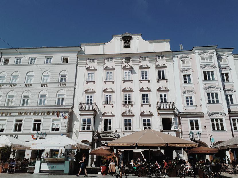 Cafés Linz, Frontansicht des Cafes Glockenspiel in Linz