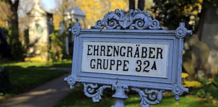 Ehrengräber-Schild am Zentralfriedhof Wien.