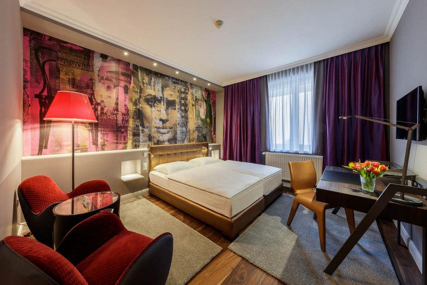 Low Budget Design Hotel, Zimmer Deluxe, im Hotel Wilhelmshof, Bild (c) Hotel Wilhelmshof