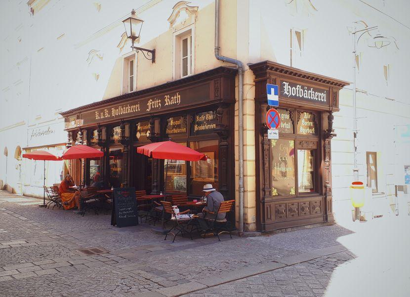 Cafés Linz: Fassade der k. u. k. Hofbäckerei in Linz