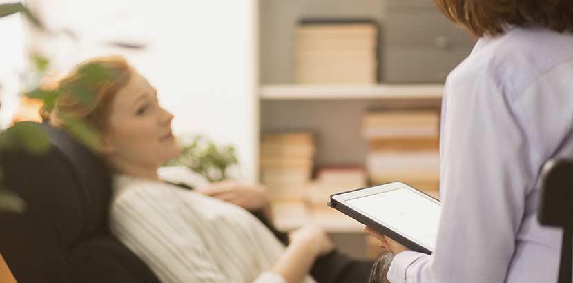 Alptraum: Psychotherapeutin befragt Patientin