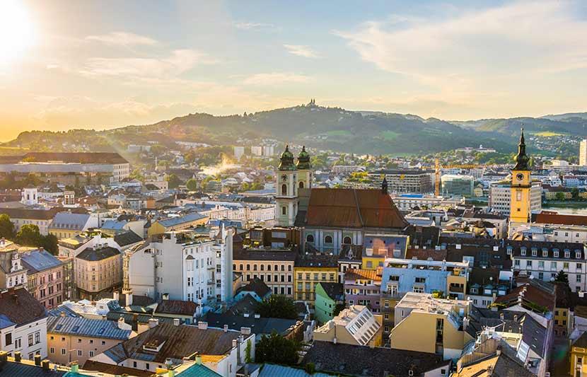 Eine Aufnahme der Skyline von Linz. Restaurants mit Aussicht Linz